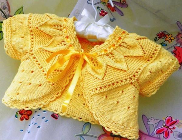 Bebekler için el örgüsü kız çocuk bolero modeli